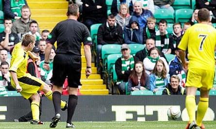 Paul Cairney, second left, scores the second goal for Hibernian against Celtic