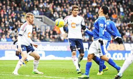 Steven Pienaar, right, scores the first goal for Everton against Bolton Wanderers