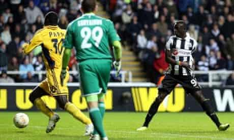 Newcastle's Papiss Cissé scores a goal which was disallowed against Metalist Kharkiv
