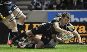 Mark Cueto scores a try for Sale Sharks v Exeter Chiefs