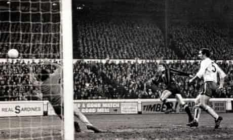 Colin Bell scores for Manchester City