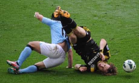 Sergio Agüero and David Luiz clash at Wembley
