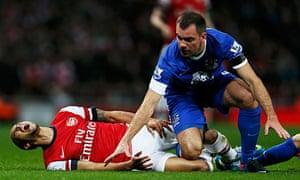 Everton's Darron Gibson tackles Arsenal's Theo Walcott