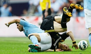 Manchester City's Sergio Agüero and Chelsea's David Luíz