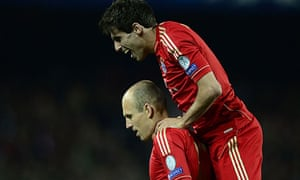 Javi Martínez, right, leaps on Arjen Robben following his goal against Barcelona at Camp Nou