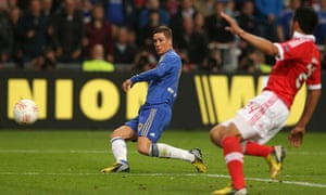 Fernando Torres of Chelsea scores the opening goal