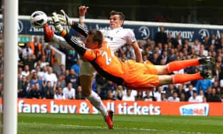 Simon Mignolet saves at feet of Gareth Bale, Sunderland v Tottenham