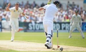 James Pattinson bowls Kevin Pietersen