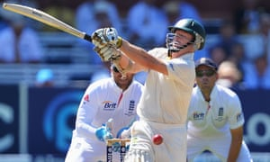 Chris Rogers is trapped LBW by Graeme Swann