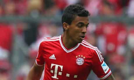 Luiz Gustavo in action for Bayern