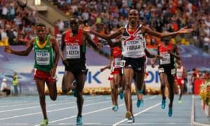 Mo Farah wins the 5,000m