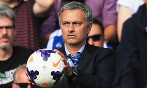 Chelsea manager José Mourinho has criticised David Moyes' management style before tonight's match