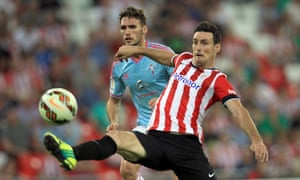 Athletic Bilbao's striker Aritz Aduriz vies for the ball