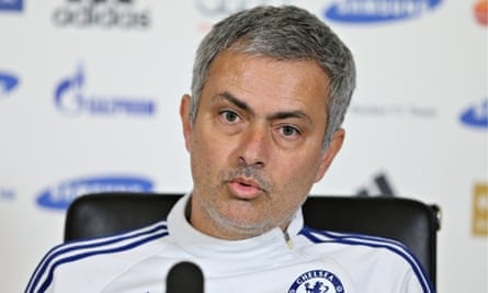 Chelsea's José Mourinho believes David Moyes is experienced enough to turn Manchester United around