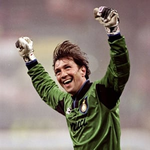Internazionale goalkeeper Walter Zenga