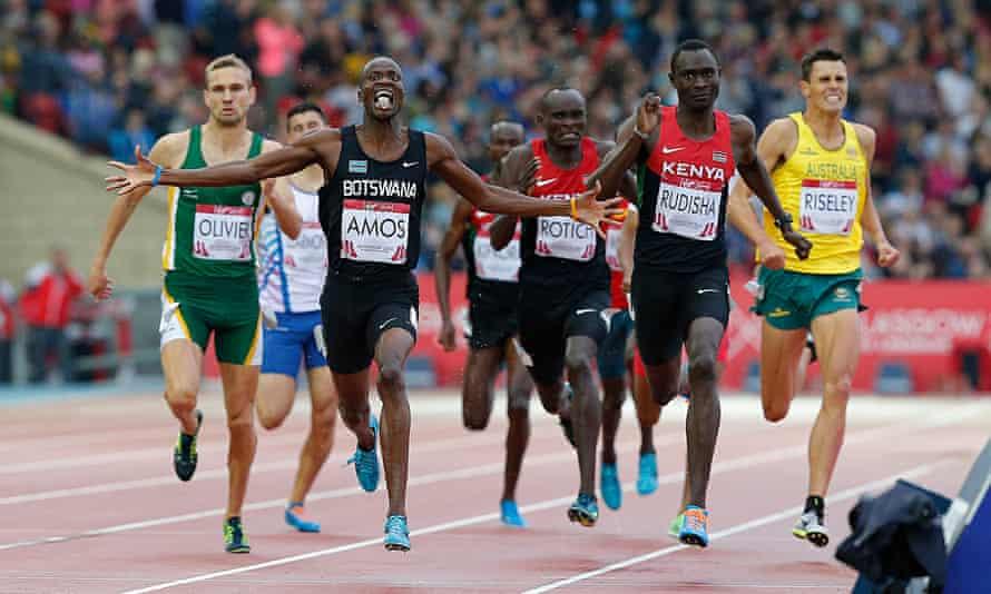 Nijel Amos wins gold
