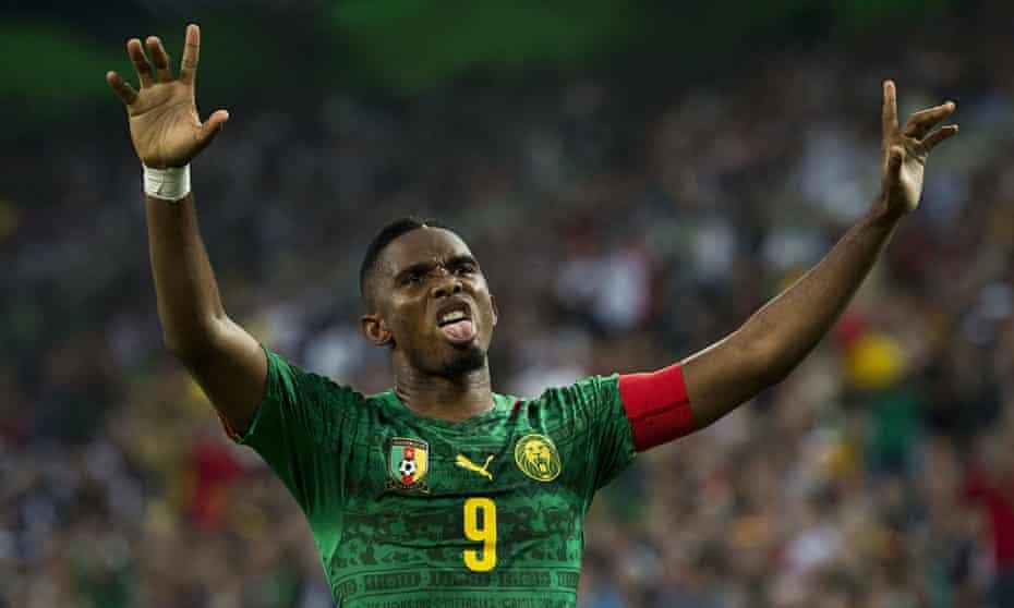 Cameroon's forward Samuel Eto'o celebrat