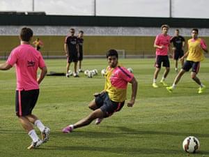 Luis Suarez trains