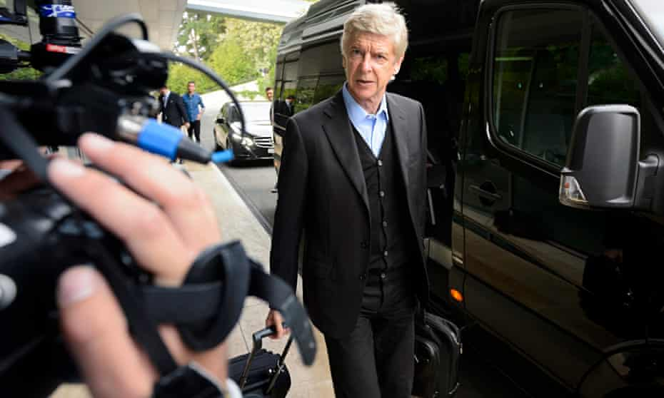 Arsenal coach Arsene Wenger will no longer be commentating on French television.