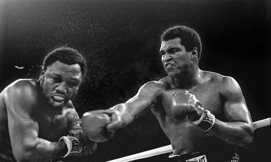 Muhammad-Ali-right-stuns--009.jpg?width=