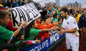 Raúl meets New York Cosmos supporters