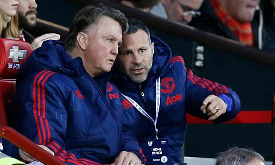 Ryan Giggs, right, speaks with Louis Van Gaal during Manchester United's goalless draw with West Ham