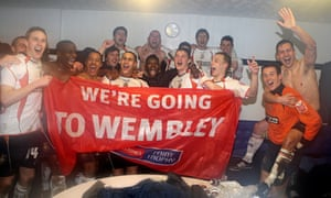 Luton Town players celebrate getting to Wembley