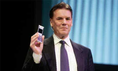 President and CEO of Nokia Olli-Pekka Kallasvuo with Remade green phone