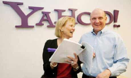 Carol Bartz and Steve Ballmer sign an agreement between Yahoo and Microsoft, July 2009