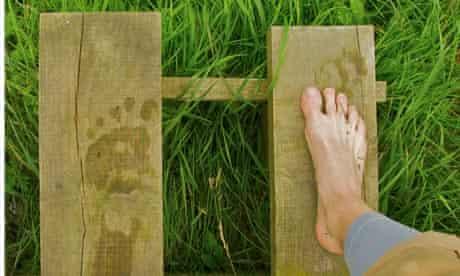 Nicola Iseard barefoot