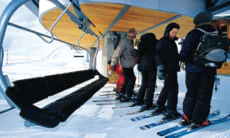Skiers learn to negotiate chair lift in Courchevel