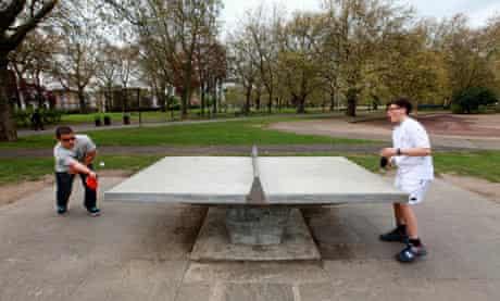 Table tennis in London Fields park