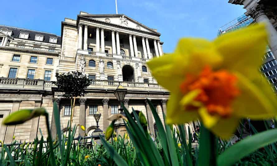 banki of england and daffodils