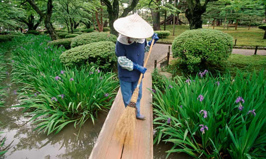 Kenrokuen is one of the Three Great Gardens of Japan