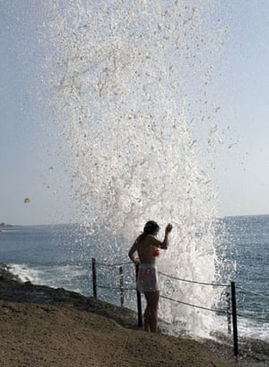 Been there photo comp Nov: Tourist getting splashed by wave