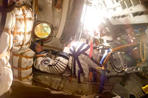 Soyuz spacecraft: U.S. astronaut Williams during tests at Baikonur cosmodrome
