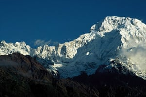 Great Himalayan Trail: Snow-capped peaks in south Annapurna