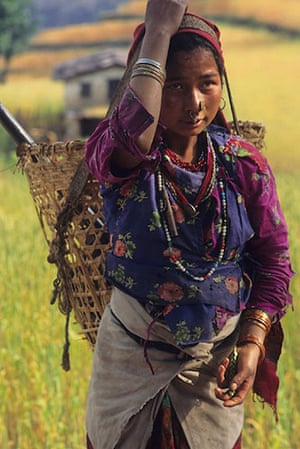 Great Himalayan Trail: A woman working in the flields in Jugal Himal