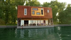Posh hostels: Arkabarka Floating Belgrade Hostel, Serbia