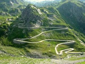 Biking holidays: Swiss Mountain Pass bike tour