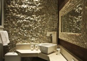Travel airbnb: airbnb Rio bathroom