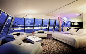 Le freak c 39 est chic crazy french hotels travel the for Hotel seeko