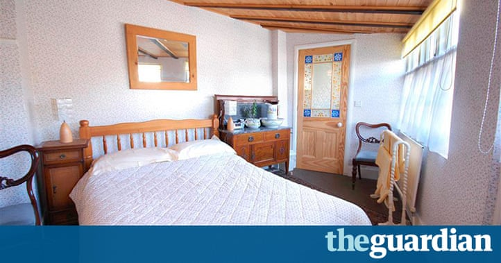 Romantic cottages for two in pictures travel the for S h bedroom gallery