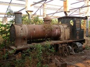 congo: abandoned steam engine