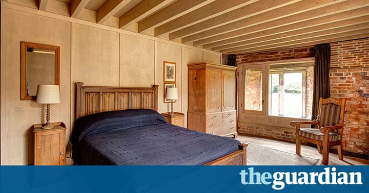 Stay like a king or queen in a thoroughly modern castle for S h bedroom gallery