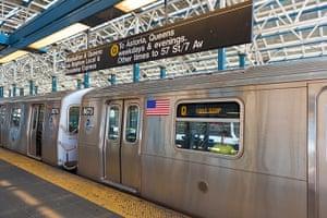 Metros: Q train subway station, Brooklyn, New York