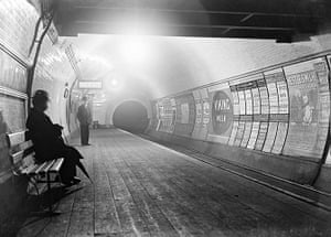 Tube through the decades: London underground, circa late 1800s