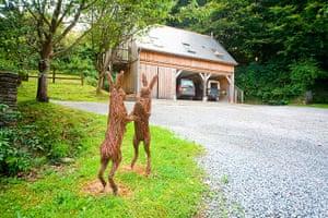 cool cottages devon: Hayloft Cornworthy exterior
