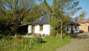 cool cottages devon: Great Burrow Cottage exterior