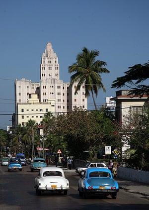 Havana art deco: Edificio Lopez Serrano and classic car, Havana